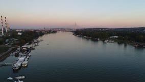 Άποψη πόλεων από τον ποταμό στοκ εικόνα