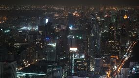 Άποψη πόλεων με τους ουρανοξύστες τη νύχτα, τοπ άποψη εταιρικός και εμπορικά κέντρα, κτίρια γραφείων για την επιχείρηση απόθεμα βίντεο