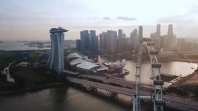 Άποψη πόλεων της Σιγκαπούρης με το ιπτάμενο της Σιγκαπούρης φιλμ μικρού μήκους