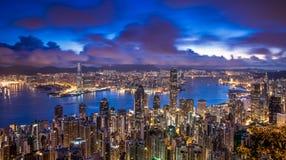 Άποψη πόλεων Χονγκ Κονγκ από την αιχμή στην αυγή Στοκ φωτογραφία με δικαίωμα ελεύθερης χρήσης