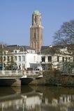 Άποψη πόλεων Zwolle, ιστορικός πύργος Peperbu εκκλησιών Στοκ Φωτογραφία