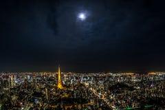 Άποψη πύργων του Τόκιο πάνω από τους λόφους Roppongi Στοκ φωτογραφία με δικαίωμα ελεύθερης χρήσης