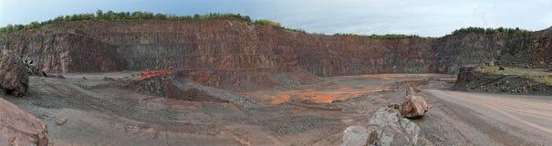Άποψη σε ένα ορυχείο λατομείων για porphyry τους βράχους στοκ εικόνα με δικαίωμα ελεύθερης χρήσης