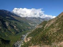 Άποψη σε Annapurna 3 και την κοιλάδα Marsyangdi από το χωριό Ghyaru, Νεπάλ Στοκ Εικόνα