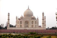 Άποψη σε Taj Mahal πέρα από τον ποταμό Yamuna, Agra, Ινδία Στοκ Φωτογραφίες