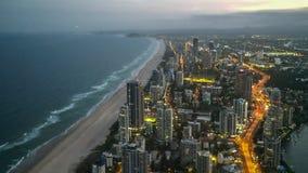 Άποψη σούρουπου του παραδείσου surfers από το κτήριο Q1 στοκ εικόνες