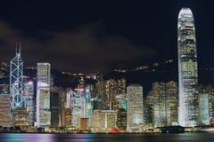 Άποψη στα σύγχρονα κτήρια Χονγκ Κονγκ τη νύχτα στο Χονγκ Κονγκ, Κίνα Στοκ Φωτογραφία