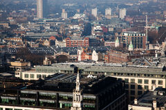 άποψη στεγών πέρα από το Λονδίνο μια ομιχλώδη ημέρα από το ST Paul& x27 καθεδρικός ναός του s Στοκ Εικόνες