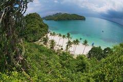 Άποψη στην αμμώδη παραλία στο εθνικό πάρκο λουριών ANG της MU Ko, Koh Samui, Ταϊλάνδη Στοκ Εικόνες