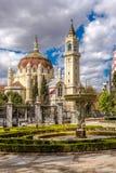 Άποψη στην εκκλησία SAN Benito και SAN Manuel από το πάρκο Retiro στη Μαδρίτη στοκ φωτογραφία με δικαίωμα ελεύθερης χρήσης