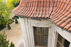 Άποψη στην επικεράμωση των στεγών στο κάστρο της Πράγας στοκ φωτογραφία