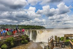 Άποψη στην κορυφή του λαιμού διαβόλων στις πτώσεις Iguazu στοκ εικόνες