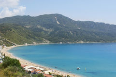 Άποψη στην παραλία του Γεώργιος Pagon επιβαρύνσεων στην Κέρκυρα Ελλάδα Στοκ φωτογραφία με δικαίωμα ελεύθερης χρήσης
