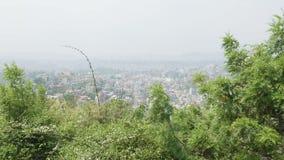 Άποψη στην πόλη του Κατμαντού από τον αρχαίο ναό πιθήκων Sawayambhunath, Νεπάλ απόθεμα βίντεο