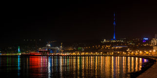 Άποψη στην πόλη του Μπακού νύχτας Στοκ Εικόνες