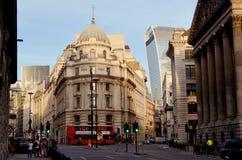 Άποψη στη γωνία του δρόμου Cornhill/το Lombard ST στο Λονδίνο κοντά στον υπόγειο σταθμό τράπεζας Στοκ Εικόνα