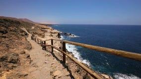 Άποψη στη διάσημη παραλία πετρών Ajuy στο νότο Fuerteventura, δεύτερο μεγαλύτερο Κανάριο νησί, Ισπανία φιλμ μικρού μήκους