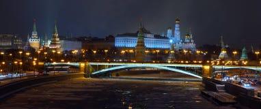 Άποψη στη Μόσχα Κρεμλίνο από την πατριαρχική γέφυρα Στοκ Εικόνες