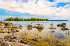 Άποψη στη φύση του εθνικού πάρκου χερσονήσων του Bruce κοντά στο σημείο Dunks, Tobermory - Καναδάς στοκ εικόνες με δικαίωμα ελεύθερης χρήσης
