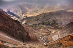 Άποψη στη χαμηλότερη περιοχή μάστανγκ στο οδοιπορικό κυκλωμάτων Annapurna στο Νεπάλ Στοκ φωτογραφίες με δικαίωμα ελεύθερης χρήσης