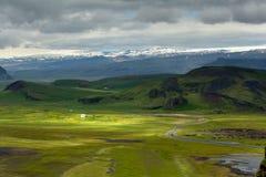 Άποψη στις ισλανδικές πεδιάδες κατά τη διάρκεια του καλοκαιριού στοκ φωτογραφία