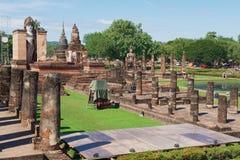 Άποψη στις καταστροφές Wat Mahathat στο ιστορικό πάρκο Sukhothai, Sukhothai, Ταϊλάνδη Στοκ φωτογραφία με δικαίωμα ελεύθερης χρήσης