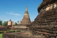 Άποψη στις καταστροφές Wat Mahathat στο ιστορικό πάρκο Sukhothai, Sukhothai, Ταϊλάνδη Στοκ εικόνες με δικαίωμα ελεύθερης χρήσης