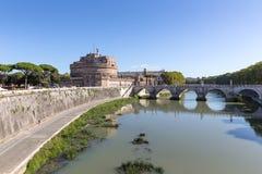 Άποψη στον άγγελο ` s Castle και τις γέφυρες Aelius γεφυρών στοκ φωτογραφία με δικαίωμα ελεύθερης χρήσης