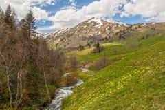 Άποψη στους λόφους των βουνών Καύκασου κοντά σε Arkhyz, karachay-CH Στοκ φωτογραφία με δικαίωμα ελεύθερης χρήσης