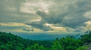 Άποψη στο εθνικό πάρκο Phu Hin Rong Kla, περίοδος βροχών, Phitsa Στοκ φωτογραφίες με δικαίωμα ελεύθερης χρήσης