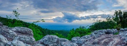 Άποψη στο εθνικό πάρκο Phu Hin Rong Kla, περίοδος βροχών, Phitsa Στοκ Εικόνες