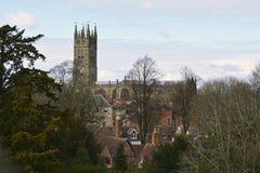 Άποψη στο μεσαιωνικό καθεδρικό ναό και παλαιά πόλη Warwick, Αγγλία, Ηνωμένο Βασίλειο Στοκ εικόνες με δικαίωμα ελεύθερης χρήσης