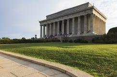 Άποψη στο μνημείο του Λίνκολν στο ηλιοβασίλεμα λευκό της Ουάσιγκτον σπιτιών γ δ Γ , ΗΠΑ Στοκ Εικόνα