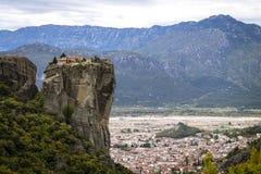 Άποψη στο μοναστήρι της ιερής τριάδας σε Meteora στοκ φωτογραφίες