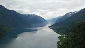 Άποψη στο φιορδ και το νερό από τον κηφήνα στη Νορβηγία Στοκ εικόνα με δικαίωμα ελεύθερης χρήσης
