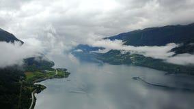 Άποψη στο φιορδ και το νερό από τον κηφήνα στη Νορβηγία Στοκ φωτογραφίες με δικαίωμα ελεύθερης χρήσης