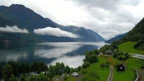 Άποψη στο φιορδ και το νερό από τον κηφήνα στη Νορβηγία Στοκ Εικόνες