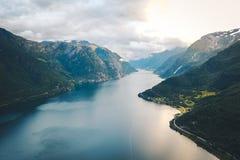 Άποψη στο φιορδ και το νερό από τον κηφήνα στη Νορβηγία Στοκ Φωτογραφίες