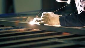 Άποψη συγκόλλησης αργού κατασκευής αλουμινίου απόθεμα βίντεο