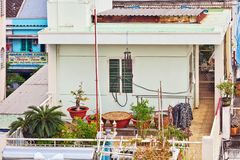 Άποψη σχετικά με τα μπαλκόνια στην παλαιά πόλη του Ho Chi Minh Στοκ Εικόνες