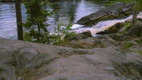 Άποψη σχετικά με τα ορμητικά σημεία ποταμού του οργιμένος ποταμού φιλμ μικρού μήκους
