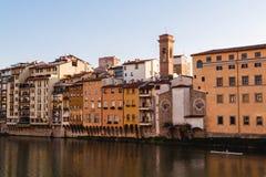 Άποψη σχετικά με τα παλαιά σπίτια της Φλωρεντίας από το Ponte Vecchio Στοκ φωτογραφίες με δικαίωμα ελεύθερης χρήσης