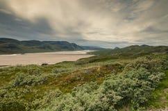 Άποψη σχετικά με την κοιλάδα Sandflugtdalen προς το βουνό Sugarloaf, Γροιλανδία στοκ εικόνα με δικαίωμα ελεύθερης χρήσης