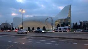 Άποψη σχετικά με την οικοδόμηση του κέντρου που ονομάζεται μετά από το σούρουπο Heydar Aliyev τον Ιανουάριο baklava απόθεμα βίντεο