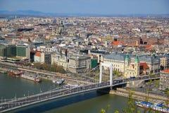 Άποψη σχετικά με την παλαιά και σύγχρονη Βουδαπέστη Στοκ φωτογραφία με δικαίωμα ελεύθερης χρήσης