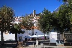 Άποψη σχετικά με την πόλη Arraiolos, Πορτογαλία πάρκων και εστιατορίων Στοκ φωτογραφίες με δικαίωμα ελεύθερης χρήσης