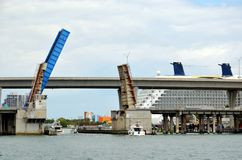 Άποψη σχετικά με τη γέφυρα στο Μαϊάμι, Καλιφόρνια στοκ φωτογραφία με δικαίωμα ελεύθερης χρήσης