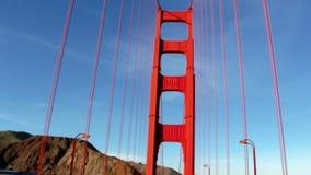 Άποψη σχετικά με τη γέφυρα Goden Γκέιτς από μέσα του αυτοκινήτου απόθεμα βίντεο