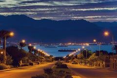 Άποψη σχετικά με τη Ερυθρά Θάλασσα και τα περιβάλλοντα βουνά από Eilat, Ισραήλ στοκ φωτογραφία με δικαίωμα ελεύθερης χρήσης