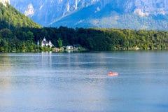 Άποψη σχετικά με τη λίμνη Hallstatt, ανατολή πρωινού, Αυστρία Στοκ εικόνα με δικαίωμα ελεύθερης χρήσης